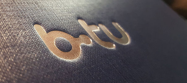 Logo-BTU-Prägung